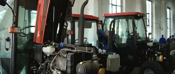 Munca in Danemarca, in fabrica pe tractor
